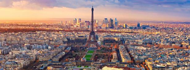 3. miejsce - Paryż. Stolica Francji, nazywana miastem zakochanym jest jednym z najchętniej odwiedzanych przez turystów miastem świata. W 2012 roku przez Paryż przewinęło się prawie 14 mln turystów z całego świata.