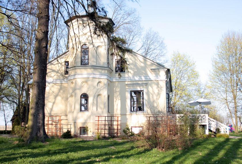 Janusz Józefowicz i Natasza Urbańska posiadłość w Jajkowicach