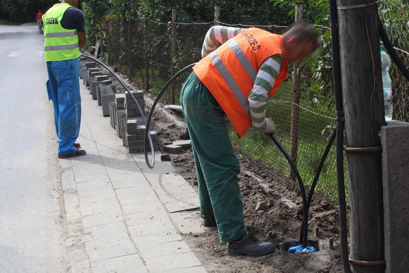 Drogowcy budują latarnie w południowej części Gdańska