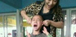 Nauczycielka podnosi chłopca za uszy. Nagrali ją przy tych torturach