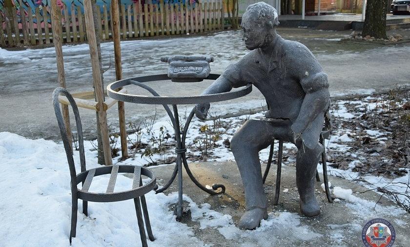 Zniszczono pomnik Jana Himilsbacha w Mińsku Mazowieckim.