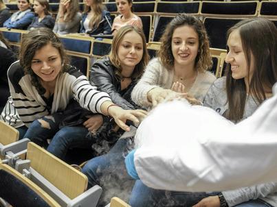 Kobiety coraz chętniej wybierają też karierę akademicką i studia doktoranckie na politechnikach