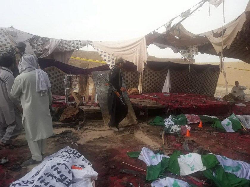Krwawy zamach na wiecu wyborczym w Pakistanie. Rośnie liczba ofiar