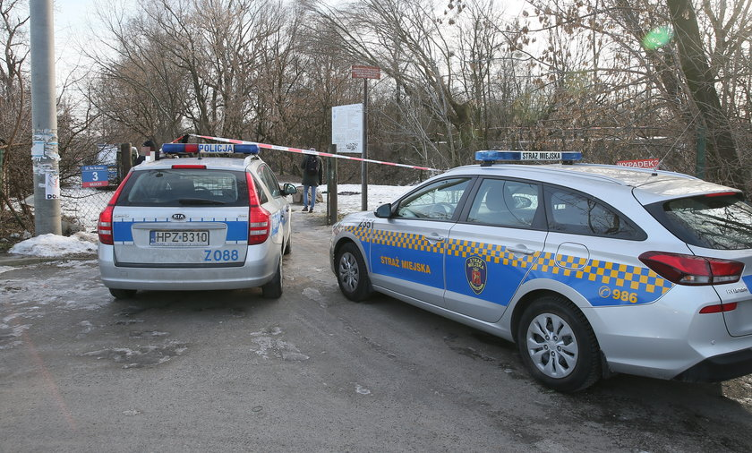 Horror na warszawskim Włochach - znaleziono roznegliżowane zwłoki mężczyzny.