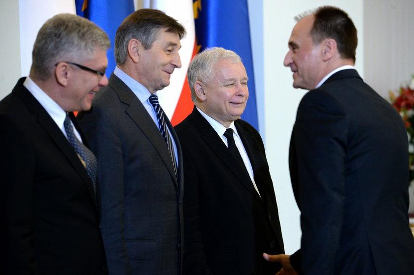 Stanisław Karczewski, Marek Kuchciński, Jarosław Kaczyński i Paweł Kukiz