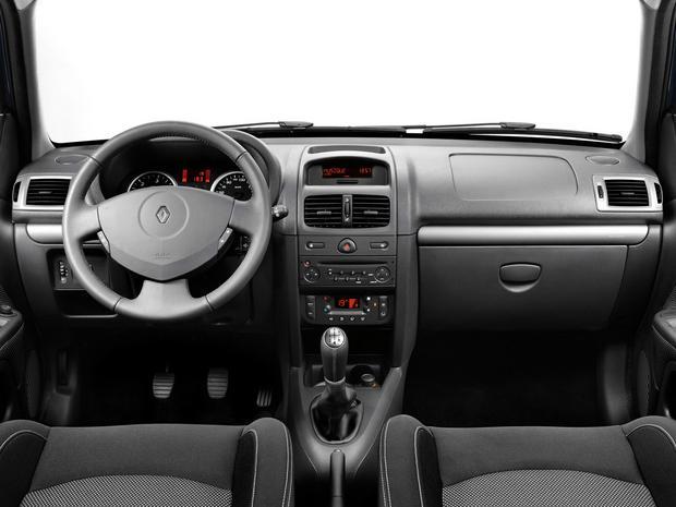 Renault clio ii francuz kt ry postawi si niemcom for Interieur clio 2000