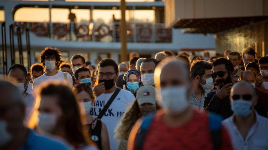 Koronawirus: naukowy model pokazuje wpływ noszenia maseczek na liczbę zgonów