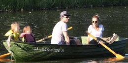 Patrycja Markowska z dziećmi na łódce