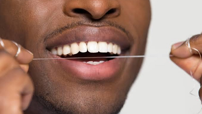 5 natural ways to make your teeth white and shiny  [thehealthy]