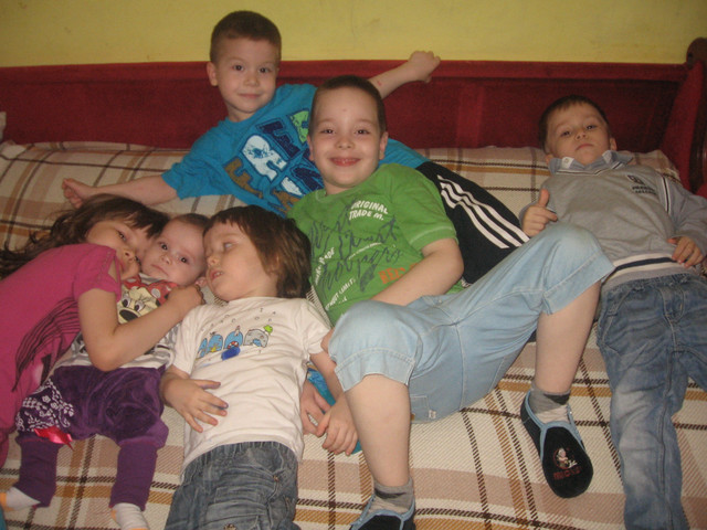 Deca spavaju u jednoj sobi