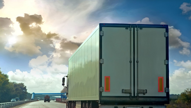 tir ciężarówka