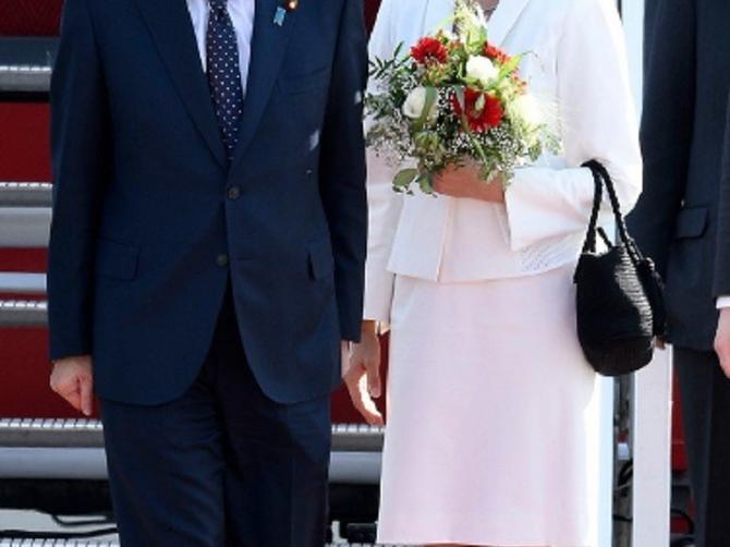 Ona je supruga moćnog političara: Uvek izbije u prvi plan, a koristi metodu NAJJEDNOSTAVNIJU NA SVETU