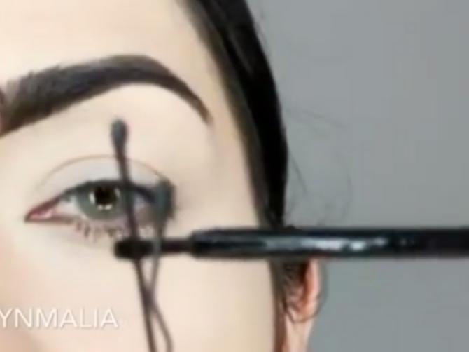 Za ajlajner SAVRŠENO I JEDNAKO nanesen na oba oka treba vam samo ova sitnica: I sigurno je imate u kupatilu