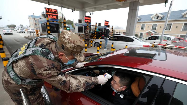 Wojskowy punkt kontrolny w Wuhan