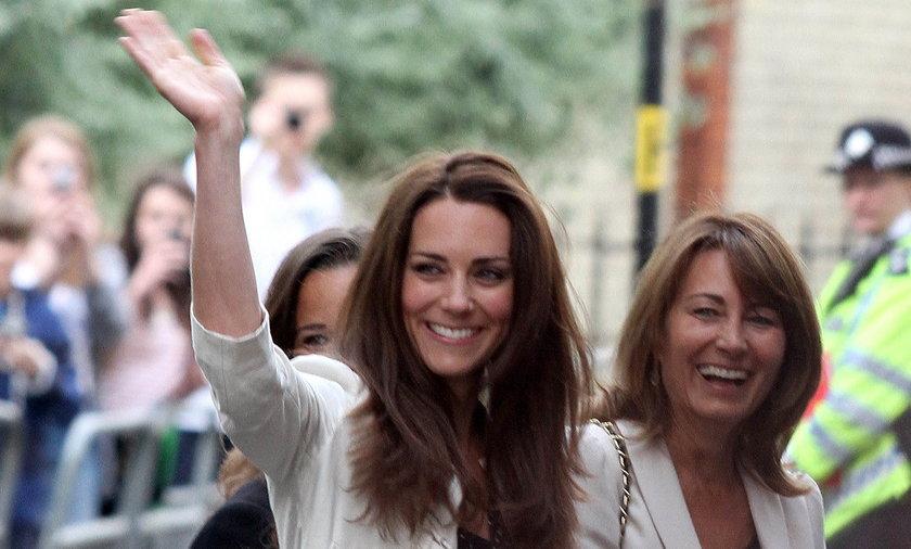 Księżna Kate chętnie inspiruje się stylem swojej mamy