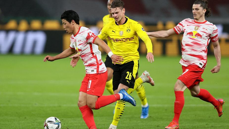Łukasz Piszczek (w żółtej koszulce) w meczu finału Pucharu Niemiec RB Lipsk - Borussia Dortmund
