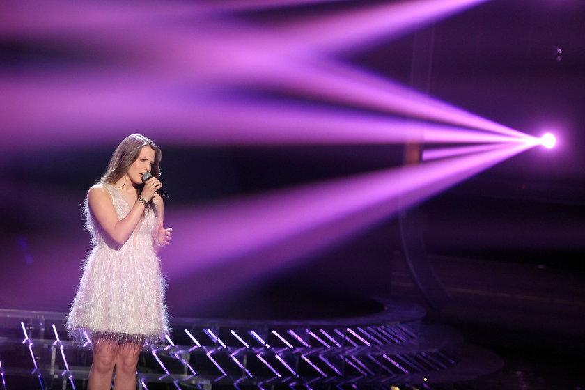 Klaudia Gawor na scenie X Factor