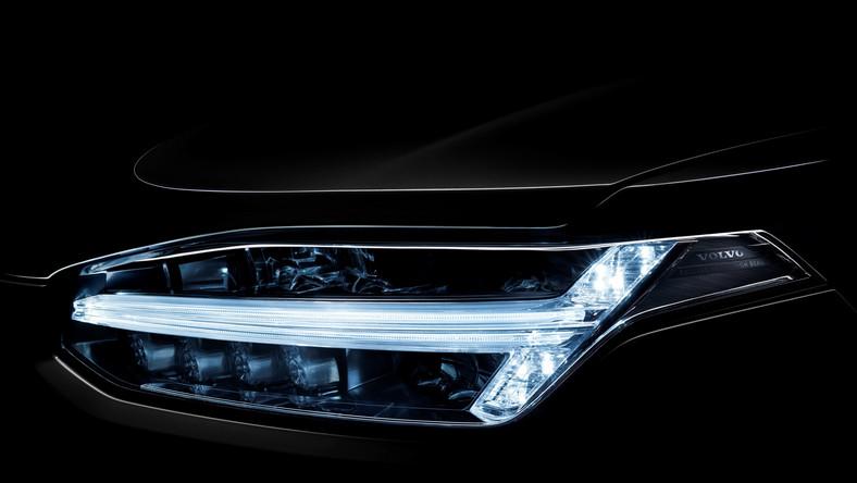 Wiadomo już, jak wygląda najnowsze volvo XC90. Druga generacja tego SUV-a ma być koniem pociągowym szwedzkiej marki w trakcie realizacji ambitnego planu - producent chce niemal podwoić roczną sprzedaż, by w 2020 roku osiągnąć popularność na poziomie 800 tys. sztuk. W przypadku zaprezentowanego właśnie wcielenia XC90 lepem na kierowców ma być zaawansowana konstrukcja, systemy bezpieczeństwa i nowatorski napęd. Na szczycie zastosowanych rozwiązań jest nowa modularna płyta podłogowa, na której oparto nowe volvo - Scalable Platform Architecture (SPA)...