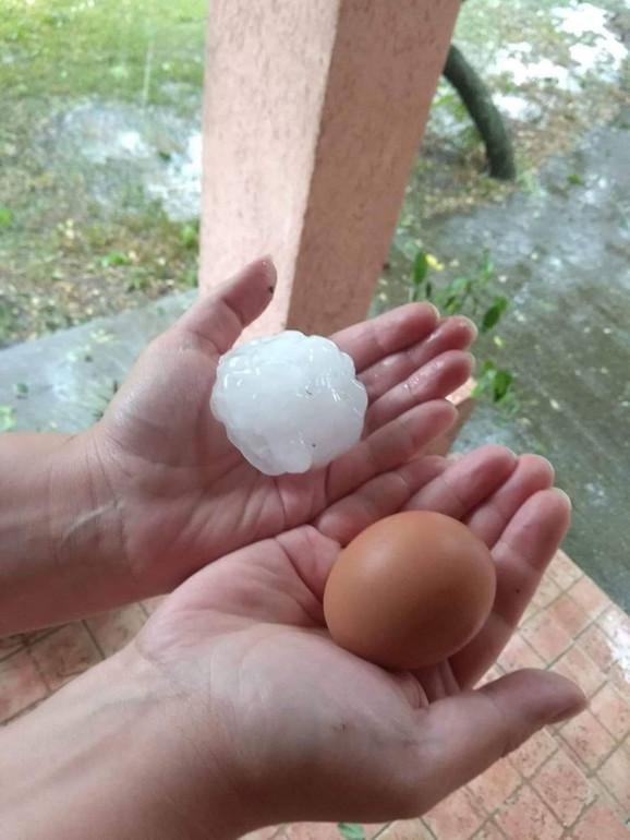 U Vojvodini pao grad veličine jajeta!