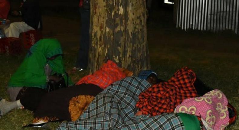 Kenyans trooped at Moi's Kabarak home at 3am