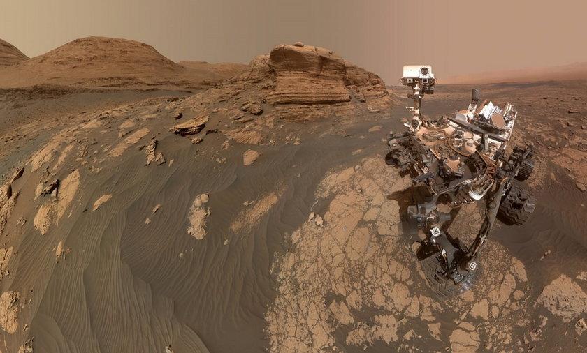 Łazik Curiosity na niezwykłym selfie.