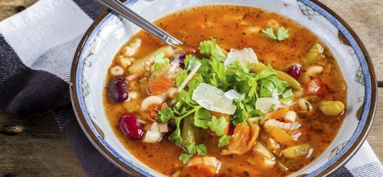 Minestrone Wloska Zupa Z Warzywami Przepis Magdy Gessler