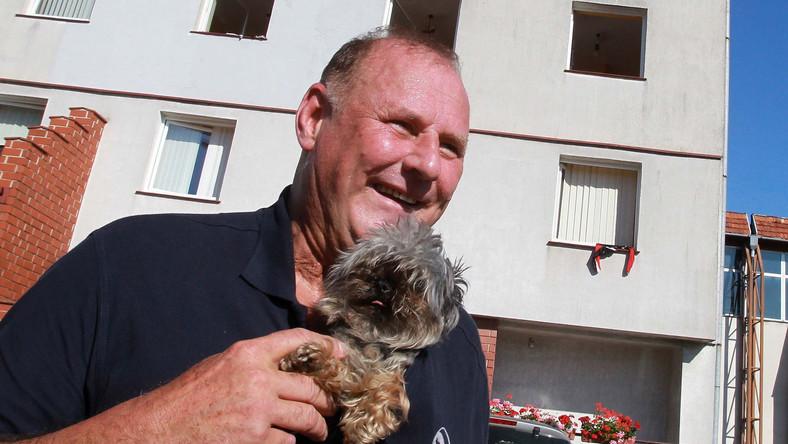 Poseł PiS przyjeżdża do Sejmu z psem