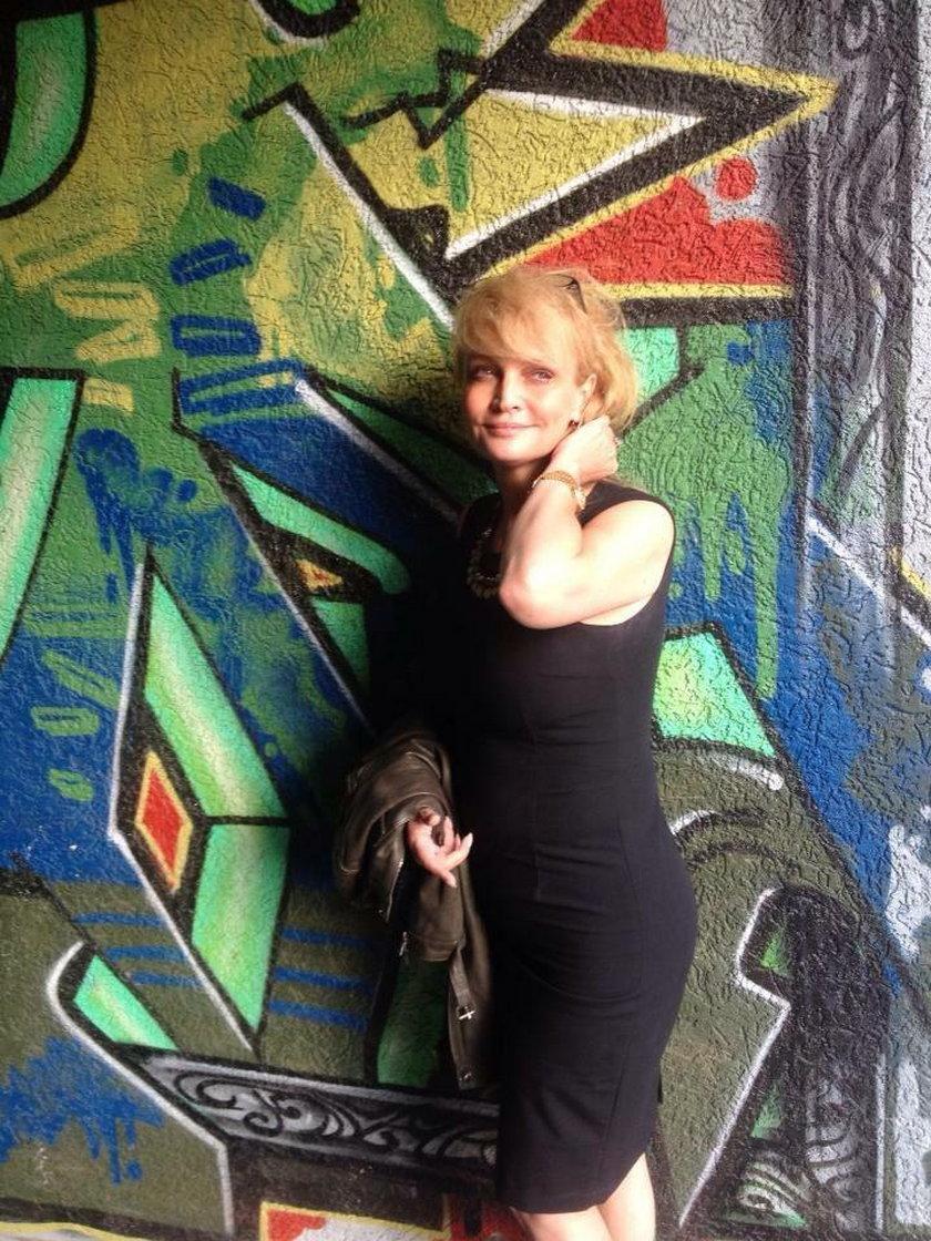Adrianna Biedrzyńska pozuje do zdjęcia