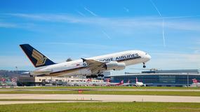 W samolocie linii Singapore Airlines złożyło się podwozie i runął dziobem na płytę lotniska