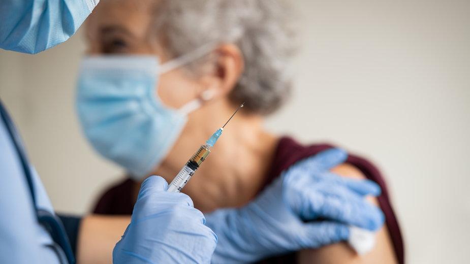Koronawirus. Czechy zaczną szczepienia bez zgody unijnej agencji EMA