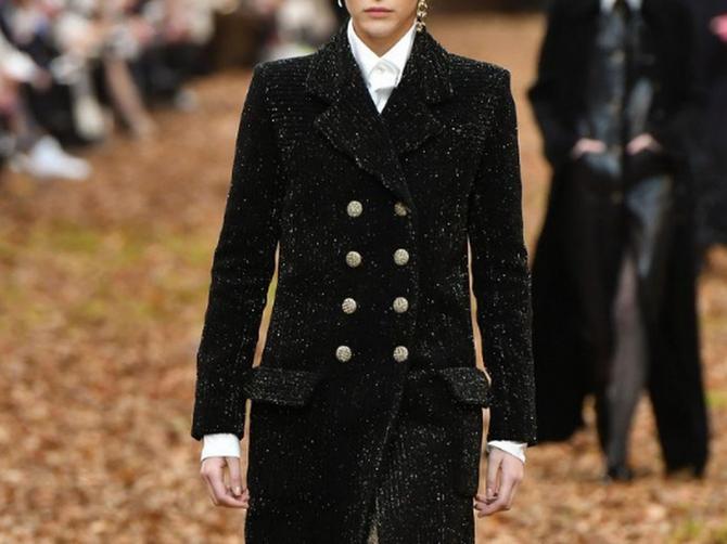 Na Nedelji mode u Parizu upravo su SVE MANEKENKE nosile FRIZURU koju vi pravite kada idete DA BACITE ĐUBRE!