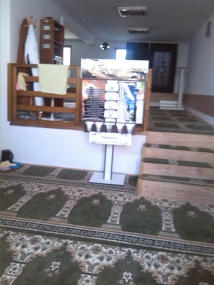 521932_novipazar02-mesdzid-furqan-unutra1