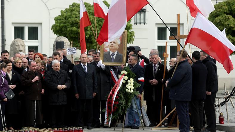 """Inicjatorzy """"kontrmiesięcznicy"""" uważają, że organizatorzy miesięcznic wykorzystują politycznie katastrofę smoleńską"""