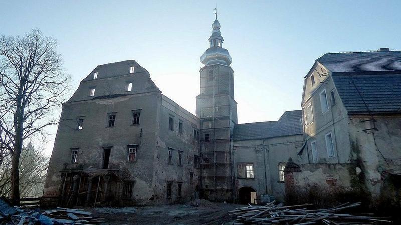 Dwór Sarny w Ścinawce Górnej powoli podnosi się z ruin