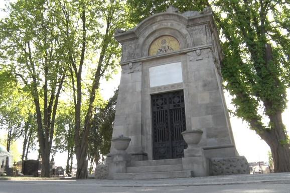 Ovo su VEČNE KUĆE na ulicama Beograda. Da li ste znali da prolazite i pored grobnica izvan grobova?