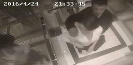 Napastował kobietę w windzie. Dostał łomot i kopa w krocze FILM