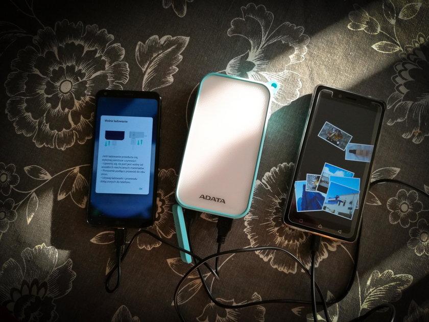 Oświetli i naładuje dwa smartfony. Test Powerbanku Adata D8000L