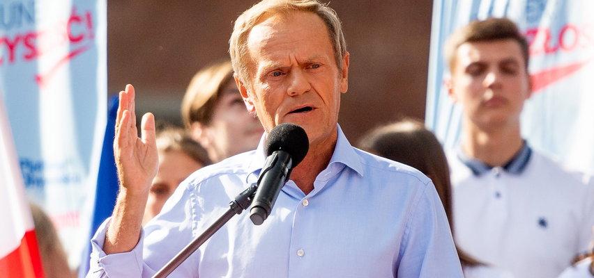 Donald Tusk w Gdańsku powtórzył błąd Kopacz! Zdradziła go mowa ciała