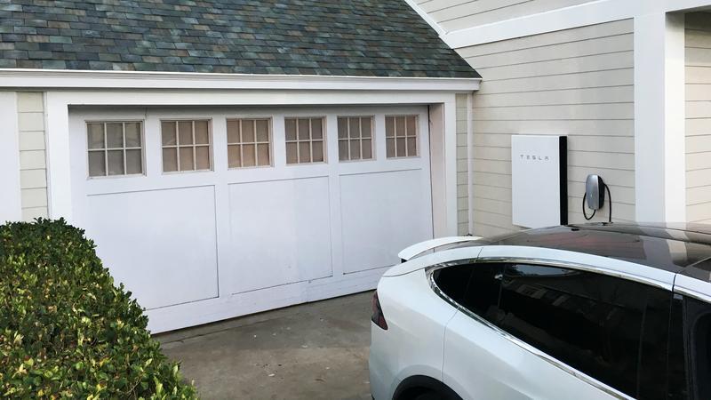 Tesla Model 3 bez dachu z paneli fotowoltaicznych