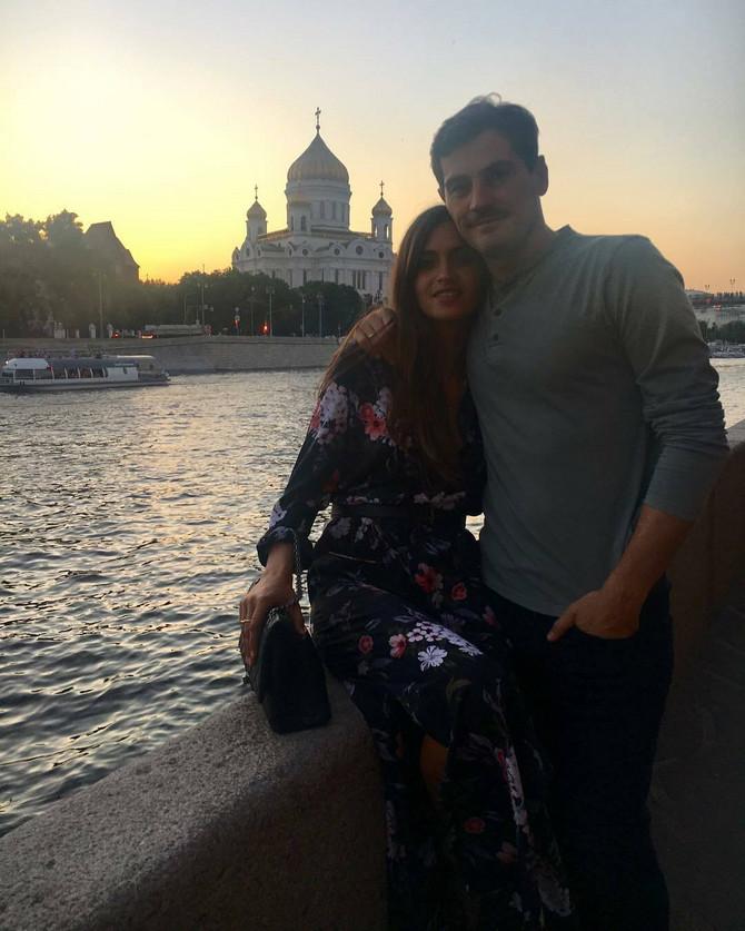 Iker Kasiljas sa suprugom sa suprugom Sarom Krabonero