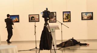 Turcja: Zabójstwo ambasadora Rosji. Zamachowiec był policjantem