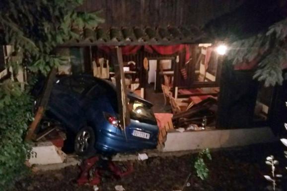 Automobil je oko 19.40 uleteo u kafanu