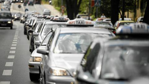W Warszawie jest prawie tyle taksówek, co w Nowym Jorku