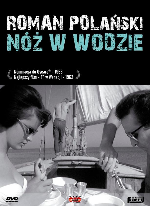 """Pierwszą statuetkę w kategorii filmu nieanglojęzycznego przyznano w 1957 roku. Już wtedy polscy filmowcy do rywalizacji zgłosili """"Kanał"""" Andrzeja Wajdy. Następnie rywalizować próbowano """"Szatanem z siódmej klasy"""" i """"Krzyżakami"""", ale dopiero """"Nóż w wodzie"""" Romana Polańskiego przyniósł nominację. """"Dramat psychologiczny, rozgrywający się między trzema osobami w pozasezonowym pejzażu mazurskich jezior. Znany dziennikarz sportowy, jadąc z żoną na jednodniowy rejs jachtem, zabiera młodego autostopowicza. Stara się olśnić chłopaka pozycją materialną, doświadczeniem życiowym, także żoną - zaprasza go na pokład jachtu. Na pozerstwo dziennikarza autostopowicz odpowiada postawą """"młodego gniewnego"""", ukrywając rozpaczliwą zazdrość i pragnie posiadania takiego samochodu, jachtu, dziewczyny i... dużych pieniędzy. Decyduje się na desperacką mistyfikację - udaje, że utonął, a gdy dziennikarz próbuje zawiadomić milicję, uwodzi jego żonę. Rankiem jacht zawija do portu, żona wyznaje mężowi, że go zdradziła, on nie chce wierzyć jej wyznaniu"""". (opis dystrybutora)"""