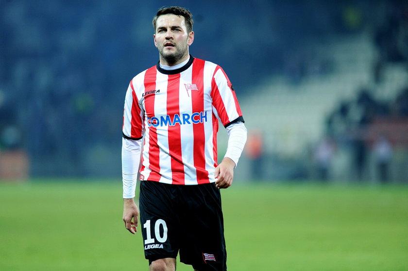 Piłkarz z Ekstraklasy wspomógł rodziny ofiar