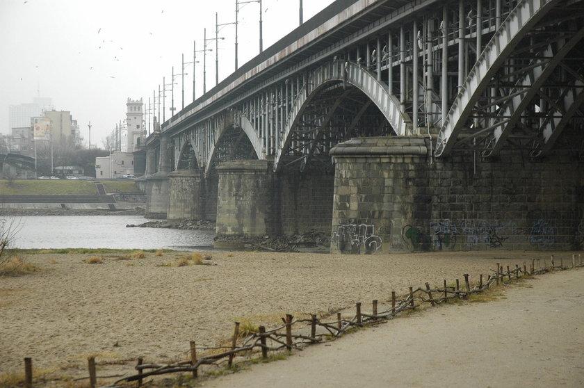 Tragedia na moście Poniatowskiego. 25-latek popełnił saobójstwo skacząc z przeprawy