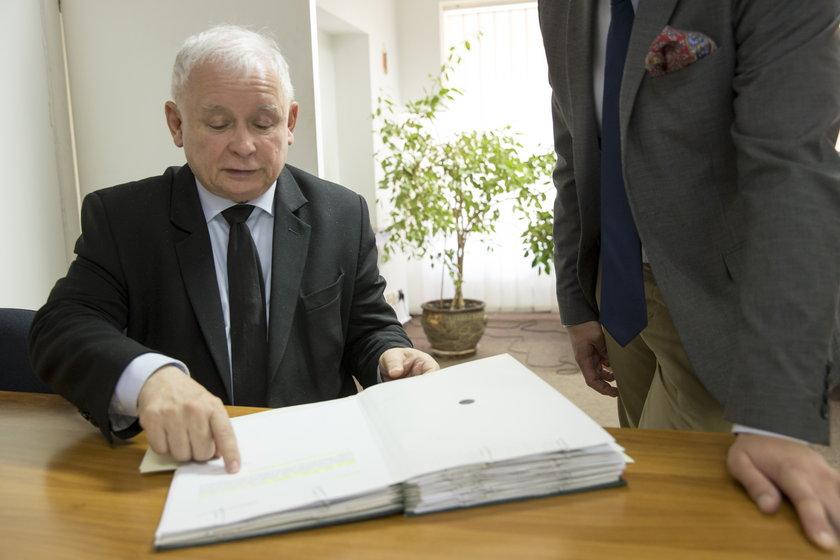 Oto teczki Kaczyńskiego