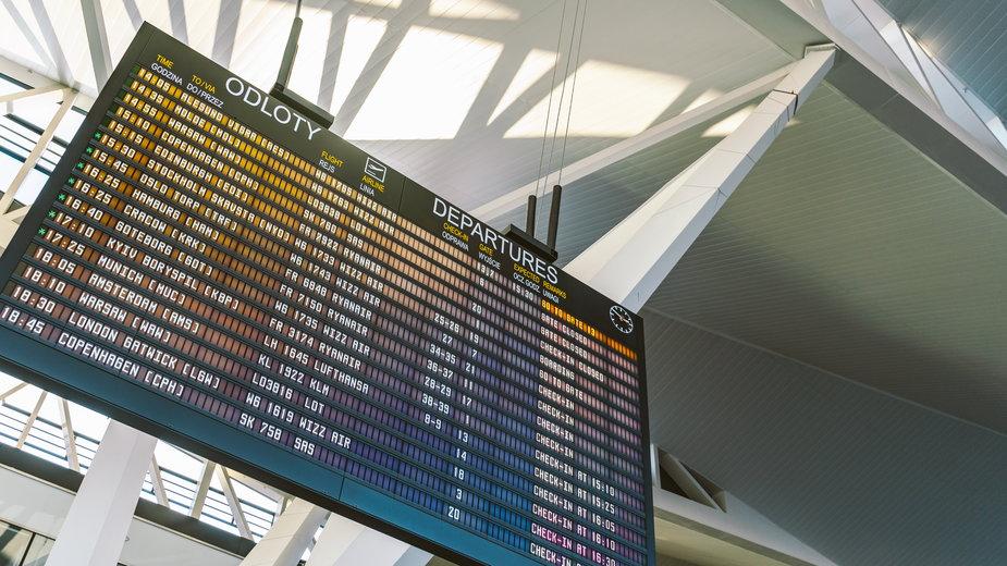 Zakaz lotów wprowadzony 2 tyg. temu dziś wygasa. Od jutra na liście 30 państw?