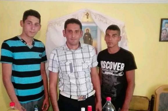 Otac i njegovi sinovi poginuli u užasnoj nesreći