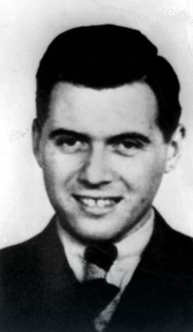 Josef Mengele na zvaničnoj SS fotografiji snimljenoj nešto pre 1945.